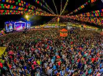 Quadrilhas arapiraquenses se classificam para final de campeonato junino em Caruaru