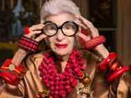Entenda a relação da moda como meio de sobrevivência e ferramenta de expressão.