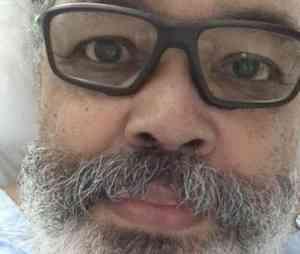 """Internado, Jorge Aragão manda recado: """"Daqui a pouco estamos de volta"""""""