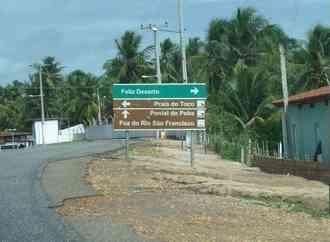 Carreta invade contramão, colide em ônibus e deixa trânsito lento na Serraria